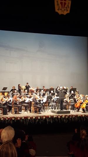 Concerto di Capodanno alla grande con Luca Buratto pianista Affermato nella scena internazionale  ottimo interprete  Marco Alibrando  brillante  nella direzione d' Orchestra