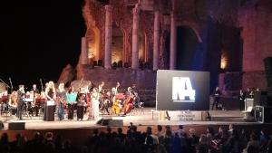 CINEMA: TUTTE LE DONNE DEL PREMIO DELLA NAZIONI  Standing ovation al Teatro Antico per Claudia Cardinale