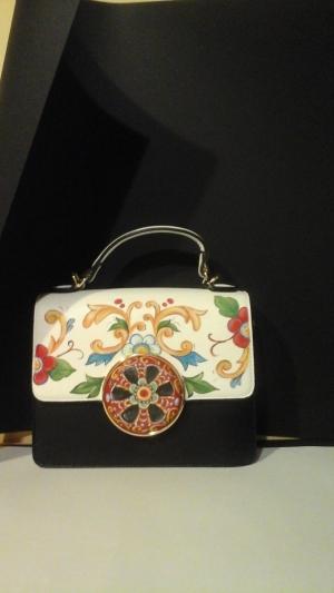 Agata Mannino sara' premiata il 13 luglio a Bruxelles per le sue creazioni  di bijoux   e borse Made in Sicily