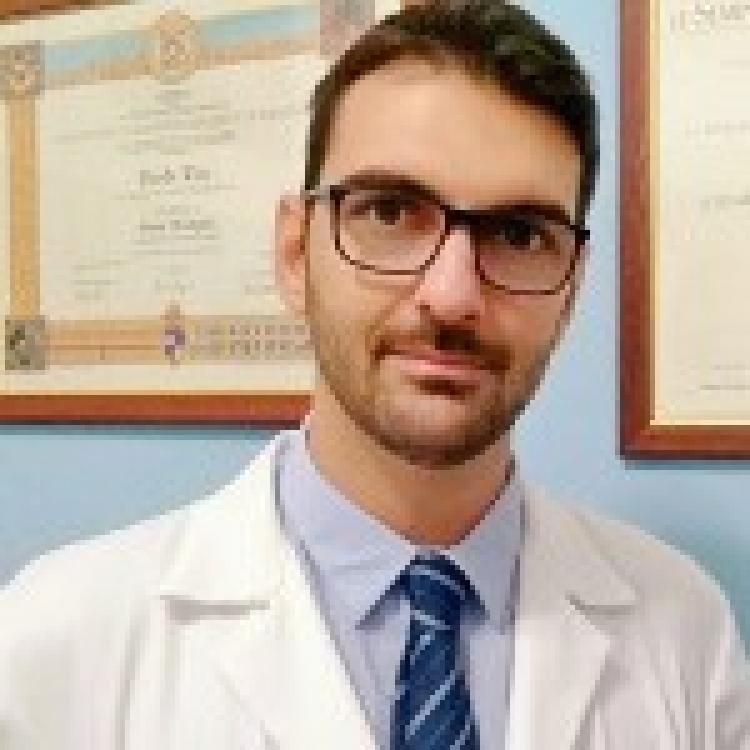 """Dott. Davide Trio - Curriculum - Biologo Nutrizionista, spec. in Nutrizione Clinica. Nutraceutica ed integrazione Fitoterapica. Socio della Fondazione Onlus """"DD Clinic Research Institute""""."""