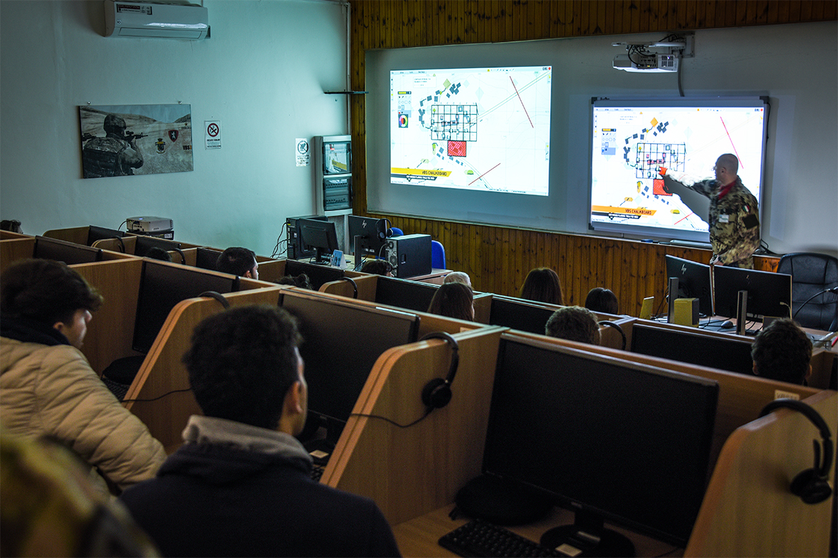 Lezione agli studenti sul Virtual Battle Space VBS