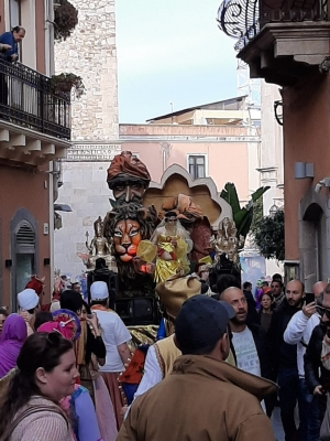 Carri allegorici carnascialeschi anche a Taormina