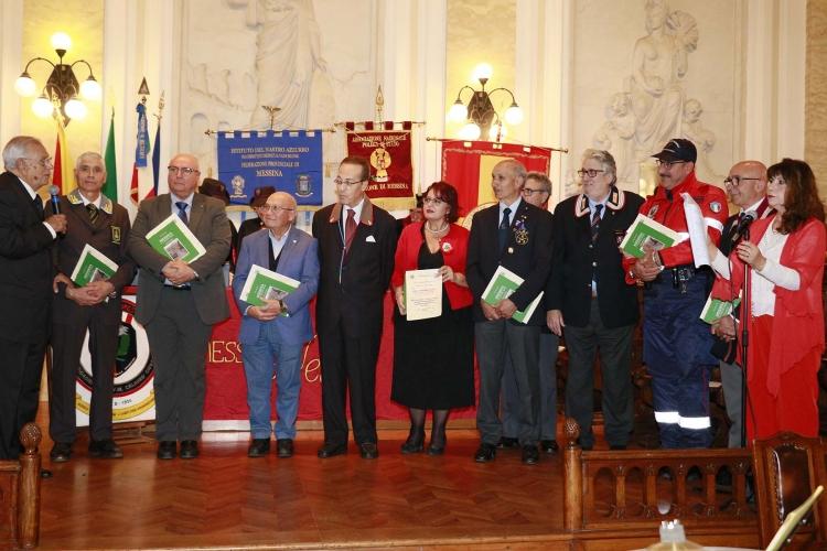 Messina 6.12.2018 - Premio Orione - si ringraziano I Presidenti delle Associazioni D'Arma
