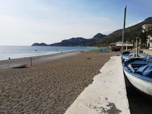 Erosione costiera: Letojanni, in arrivo il progetto per due nuove barriere a mare