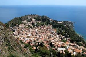 La crisi dell'impresa del comprensorio turistico: amministratori, imprenditori ed esperti a confronto per  strategie per la mission Turismo