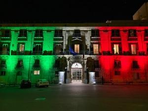 Coronavirus: il Tricolore sulla facciata di Palazzo Orleans