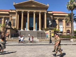 11 ANNI DI OPERAZIONE STRADE SICURE Continua l'impegno dell'Esercito in Sicilia con la vigilanza di siti ed obiettivi sensibili, per della sicurezza dei cittadini.