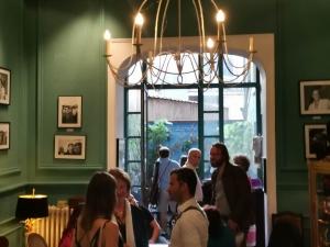 Avec le critique d'art journaliste presente prof Maria Teresa Prestigiacomo.   Art event INTERNAZIONALE D'ARTE BRUXELLES GALERIE SENSI (NEW CONCEPT STORE)