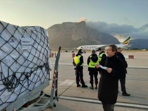 Coronavirus: atterrato a Palermo un carico di 40 tonnellate di dispositivi acquistato dalla Regione