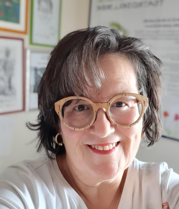 Intervista alla poetessa psichiatra Anna Maria Rita Daina. Tra i suoi temi la coppia, la solitudine la condizione femminile…