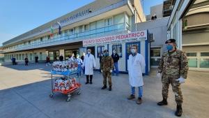 L'Esercito è solidarietà. I militari dell'Esercito donano a Catania uova pasquali ai bambini dei reparti oncologici della città. Donate uova di pasqua ai bambini ricoverati