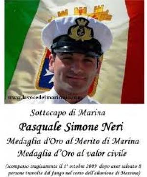 """Premio Speciale Orione 2019  - ALLA MEMORIA - """"all' EROE""""  Sottocapo Prima Classe Pasquale Simone NERI, appartenente alla Marina Militare."""